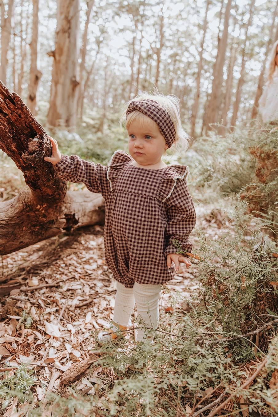 boheme chic vintage barboteuse bébé fille atti aubergine vichy