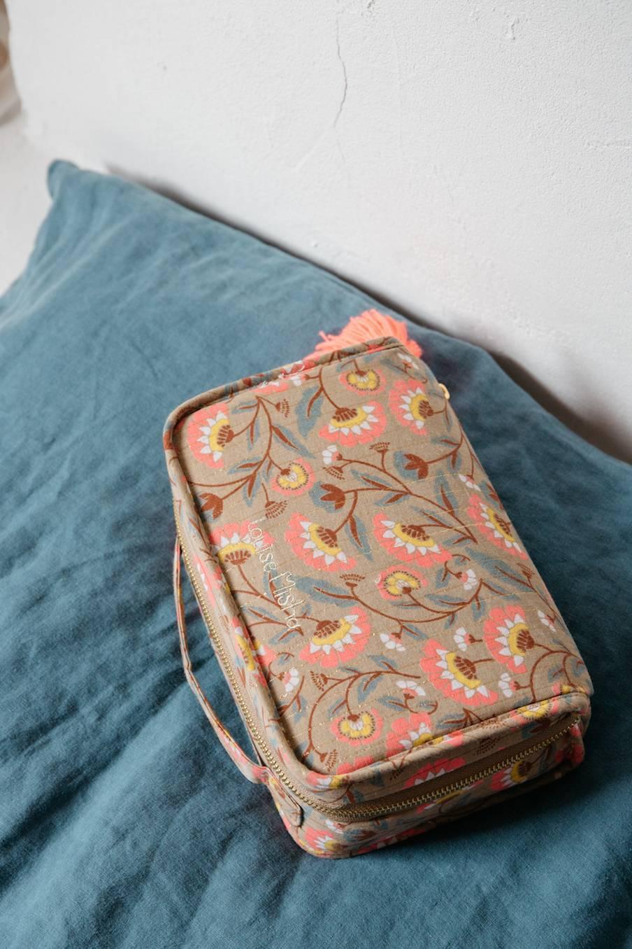boheme chic vintage trousse de toilette maison mohea khaki folk flowers