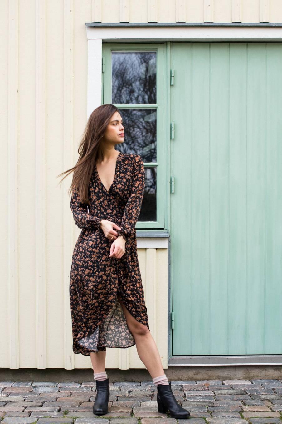boheme chic vintage robe femme emelyna gipsy flowers