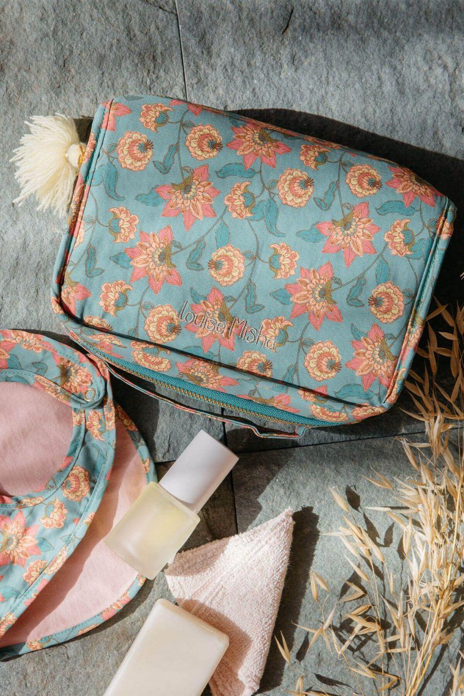 boheme chic vintage trousse de toilette maison joriska turquoise flowers