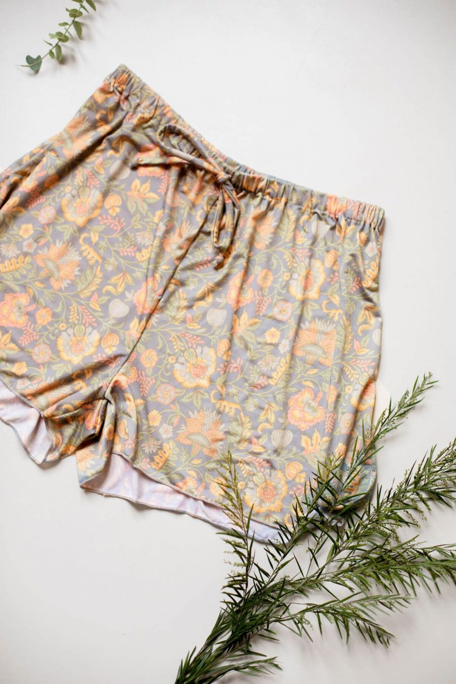 boheme chic vintage short de pyjama femme dream grey california flowers
