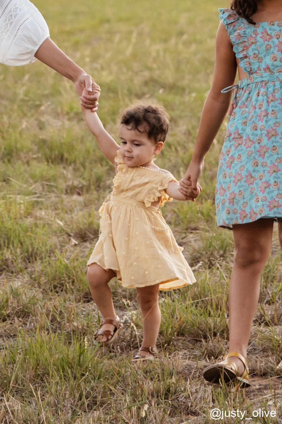 boheme chic vintage robe bébé fille huguette soft honey plumetis