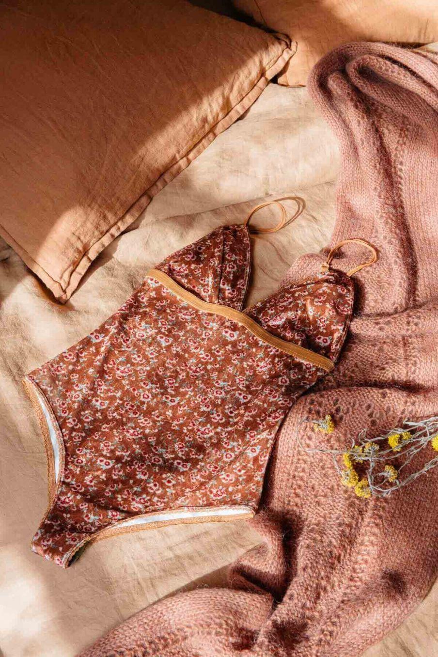 body femme lylia cinnamon gipsy flowers - louise misha