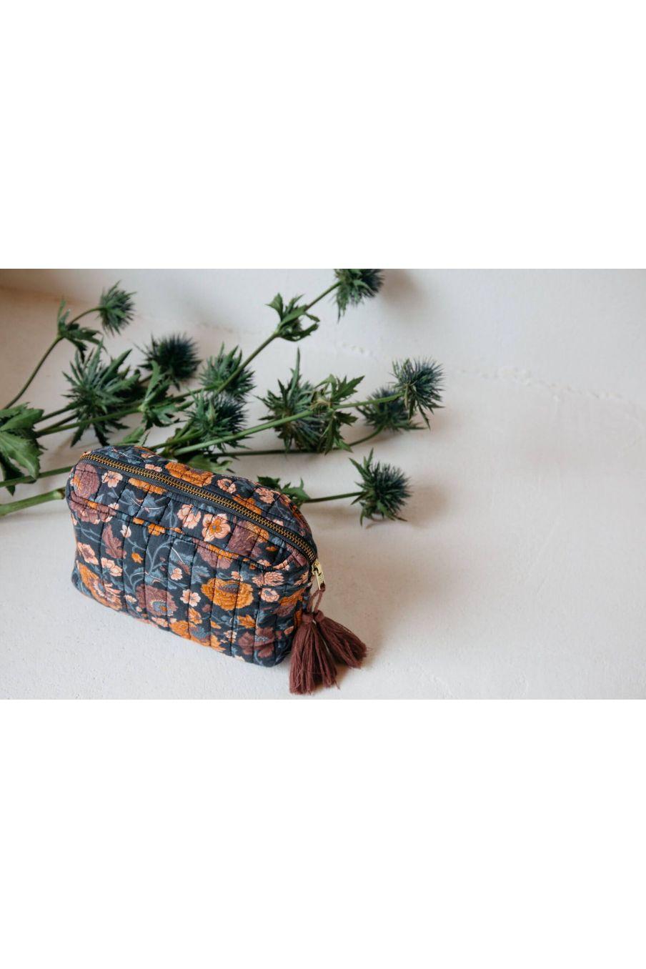pochette maison marya charcoal bohemian flowers - louise misha