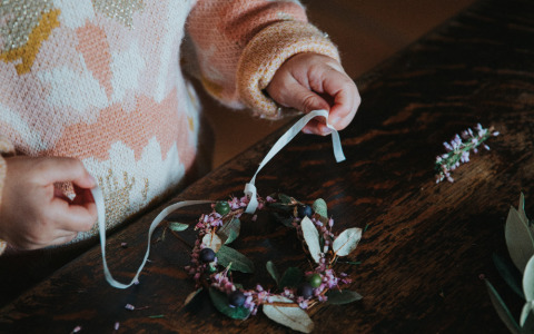 Small Christmas plants wreaths with Émilie Guelpa from @Griottes